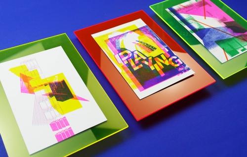 Risoprints op neon plexiglas